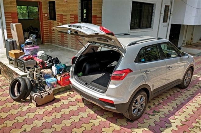 Машина с вместительным багажником