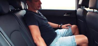 Человек в автомобиле