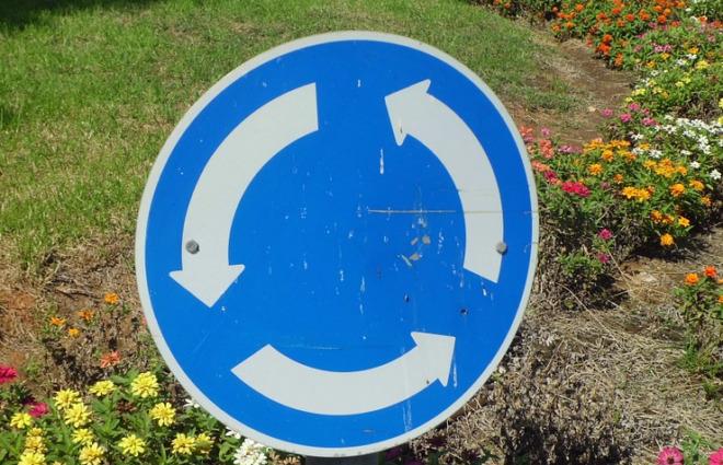 знак круговое движение
