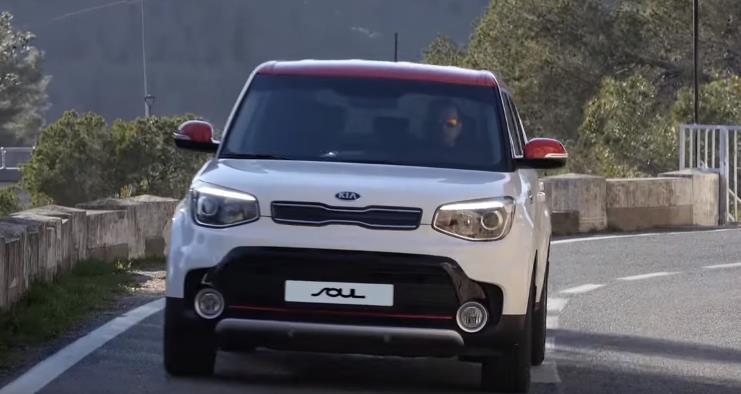 Переднее фото белого автомобиля